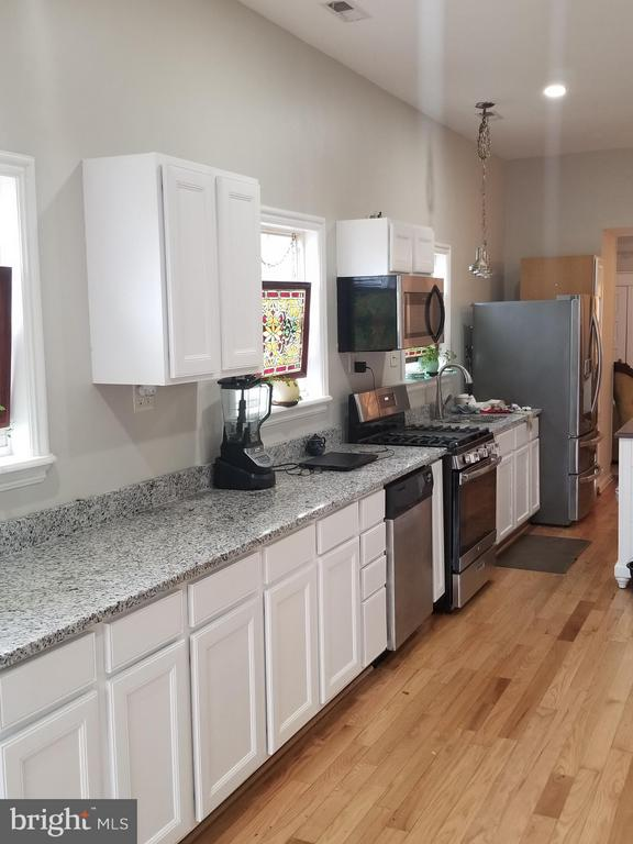 Lots of light, counters, and cabinets! - 3611 MARTIN LUTHER KING JR AVE SE, WASHINGTON