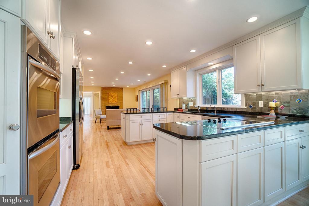 Kitchen - 2 SPRINGER CT, BETHESDA