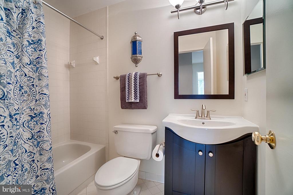 Hall Bath #2 - 2 SPRINGER CT, BETHESDA