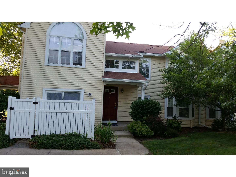 Enfamiljshus för Försäljning vid 162 MILL RUN EAST E MILL RUN E Hightstown, New Jersey 08520 Förenta staternaI/Runt: Hightstown Borough