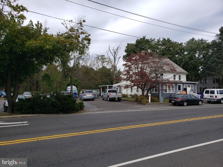 Enfamiljshus för Försäljning vid 1307 MONMOUTH Road Mount Holly, New Jersey 08060 Förenta staterna