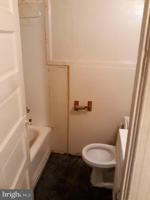 Bathroom unit 1 - 1314NE NE ORREN ST NE, WASHINGTON