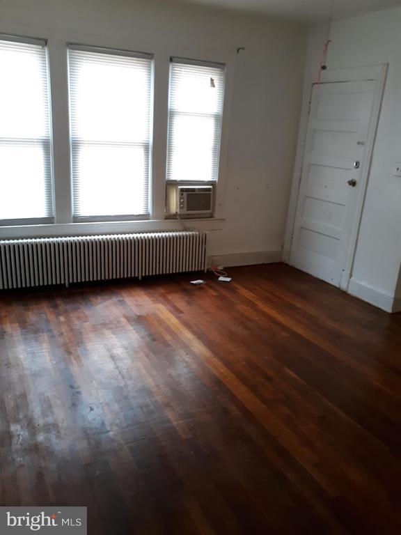 Livingroom unit 2 - 1314NE NE ORREN ST NE, WASHINGTON