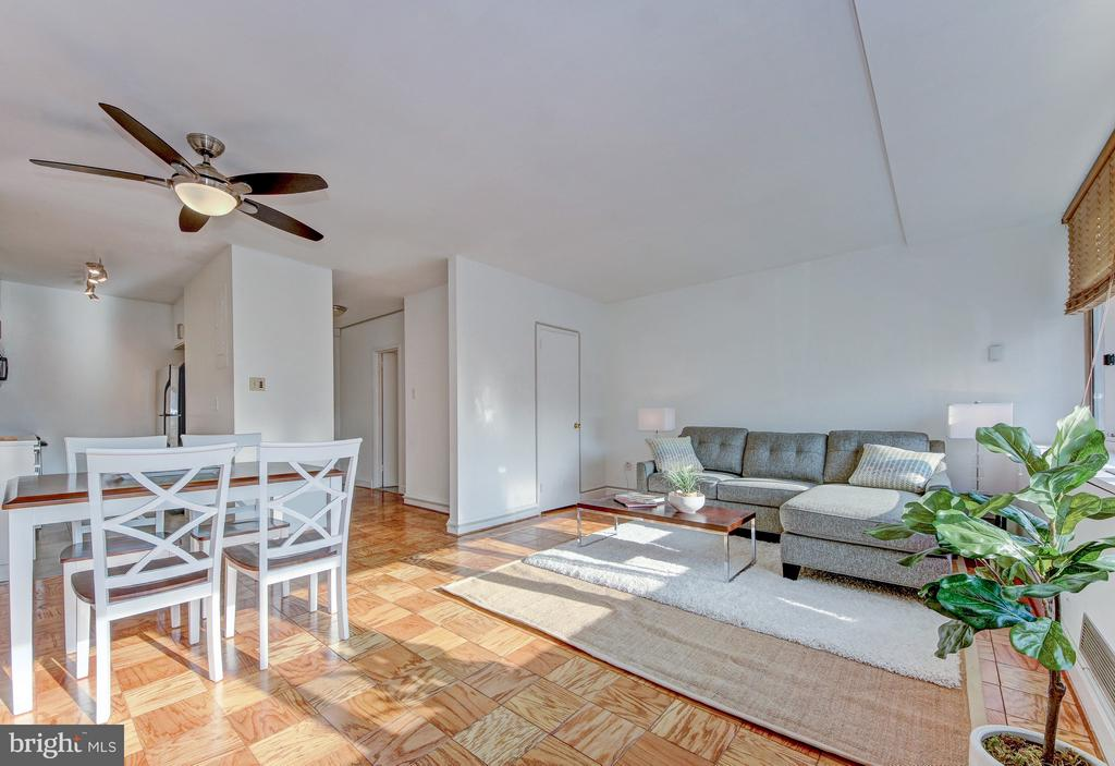 Open yet Cozy - 4101 CATHEDRAL AVE NW #1112, WASHINGTON
