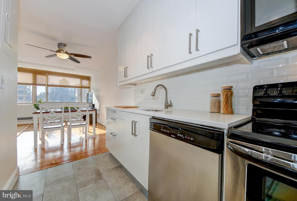 Renovated Kitchen - 4101 CATHEDRAL AVE NW #1112, WASHINGTON