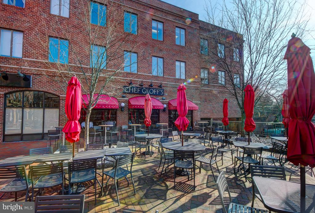 So Many Dining Choices - 4101 CATHEDRAL AVE NW #1112, WASHINGTON