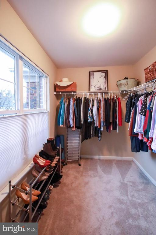 1 of 2 Huge Walk In Closets in MBR - 109 LAKE VIEW WAY NW, LEESBURG