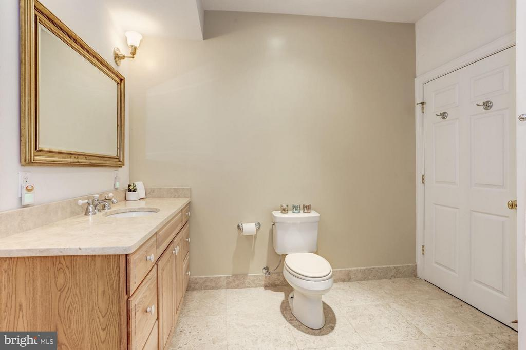 Full Bathroom w/Tile Shower in Barn Basement - 42692 LUCKETTS RD, LEESBURG