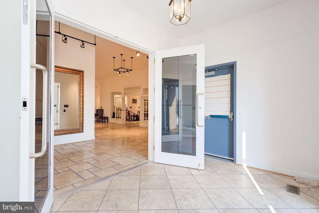 Welcoming Foyer - 42692 LUCKETTS RD, LEESBURG