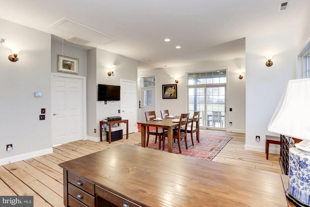 High Ceilings, Custom Wood Floors, and more. - 42692 LUCKETTS RD, LEESBURG