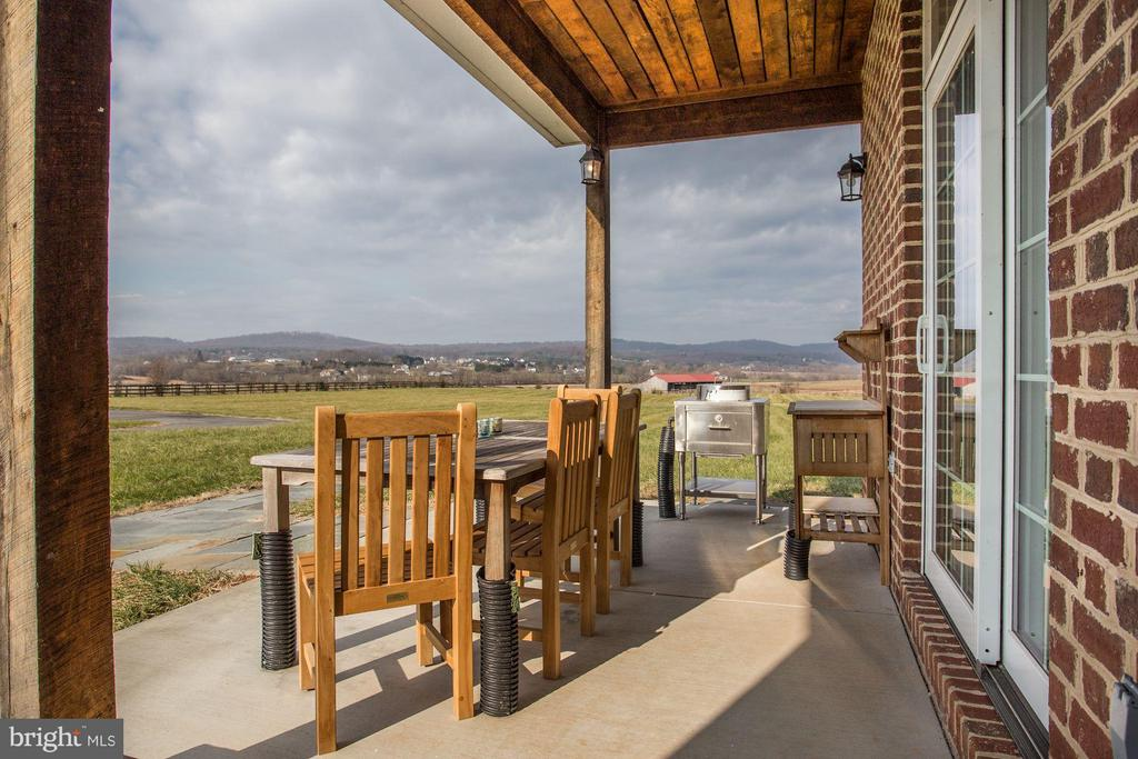 Breathtaking Views from Guest Cottage - 42692 LUCKETTS RD, LEESBURG