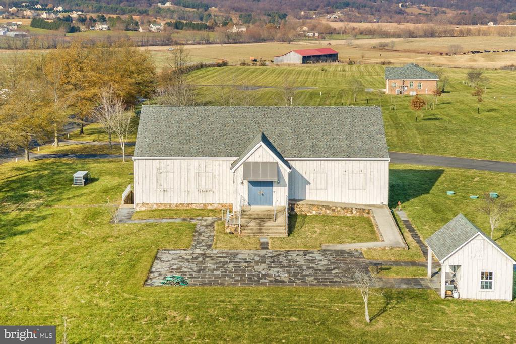Mt. Views, Guest House, Barn &Summer Kitchen House - 42692 LUCKETTS RD, LEESBURG