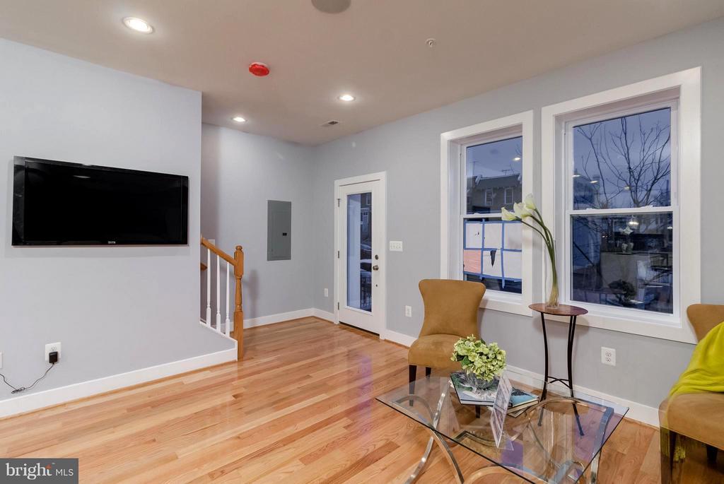 Living Room - 225 BRYANT ST NE, WASHINGTON