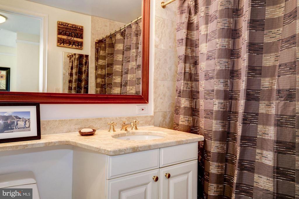 Master Bathroom w/ Washer & Dryer - 1155 23RD ST NW #8J, WASHINGTON