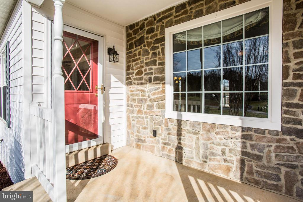 Beautiful stone wall ! - 79 CROWN MANOR DR, STAFFORD