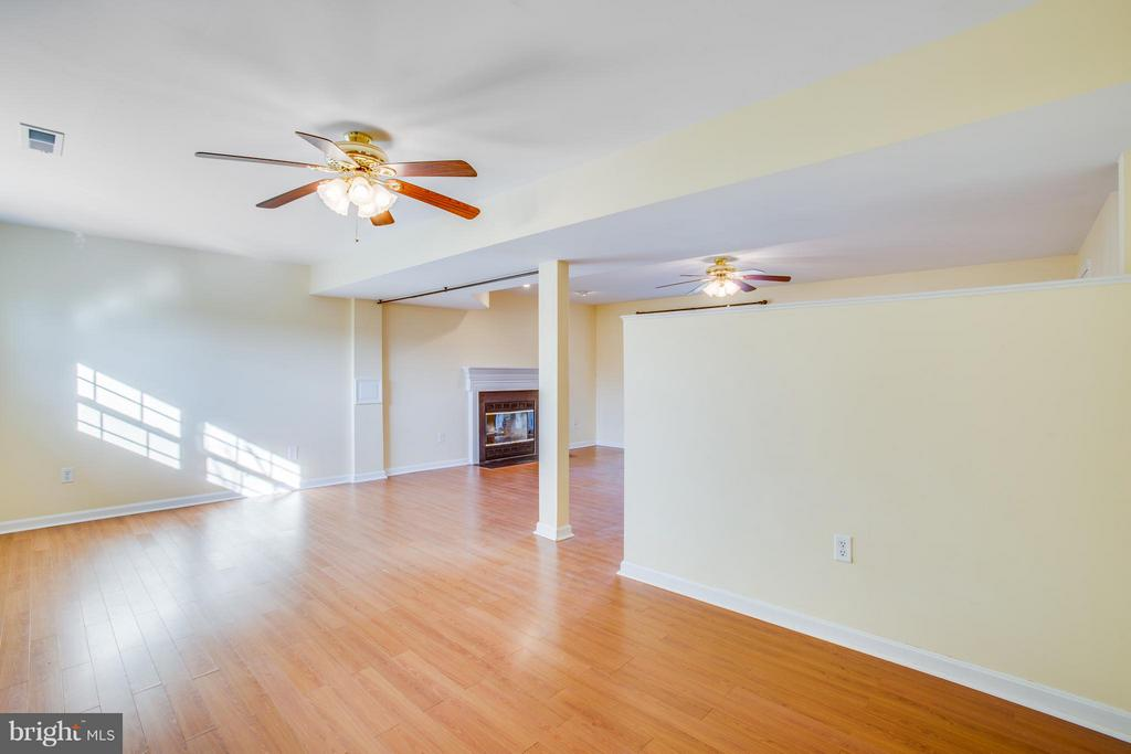Two ceiling fans and tons of storage. - 79 CROWN MANOR DR, STAFFORD