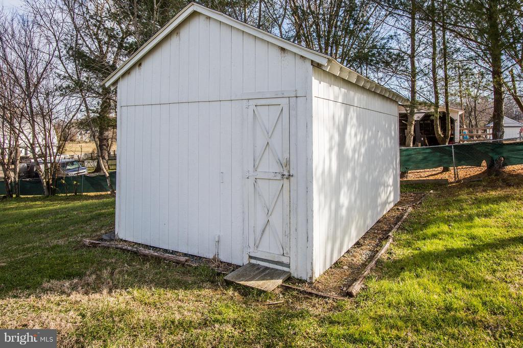 16x20 detached workshop with electricity. - 79 CROWN MANOR DR, STAFFORD