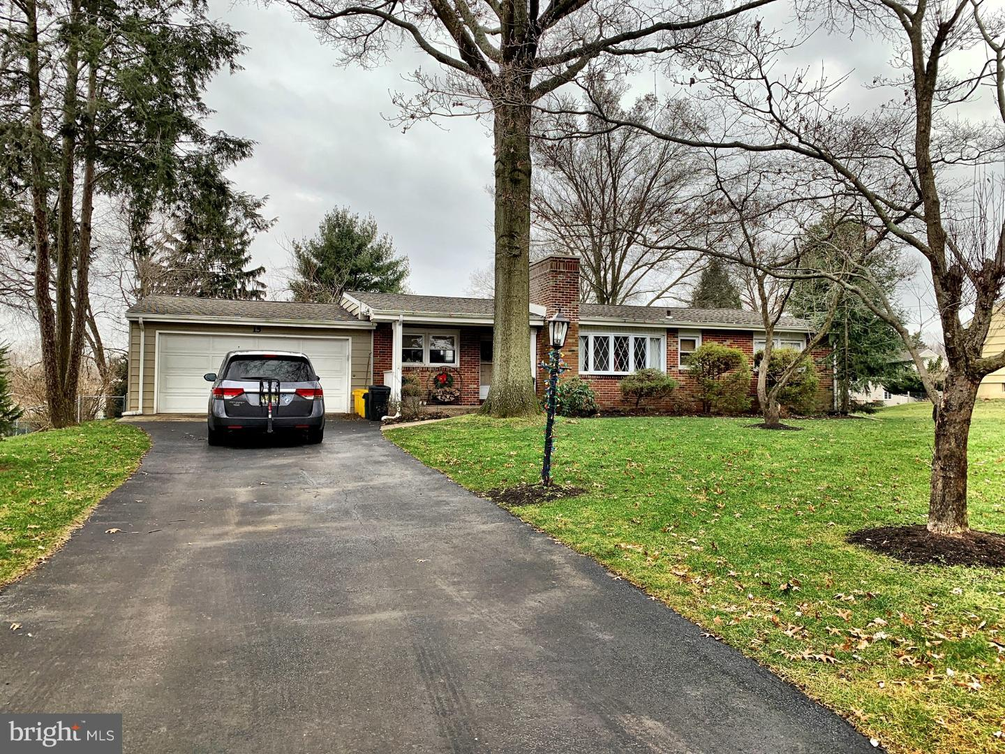 Single Family Home for Sale at 15 METEKUNK Drive Ewing, New Jersey 08628 United StatesMunicipality: Ewing Township