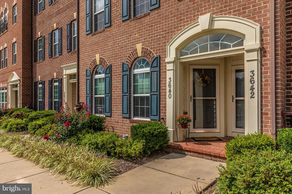Another view of entrance with vestibule - 3640 HOLBORN PL, FREDERICK