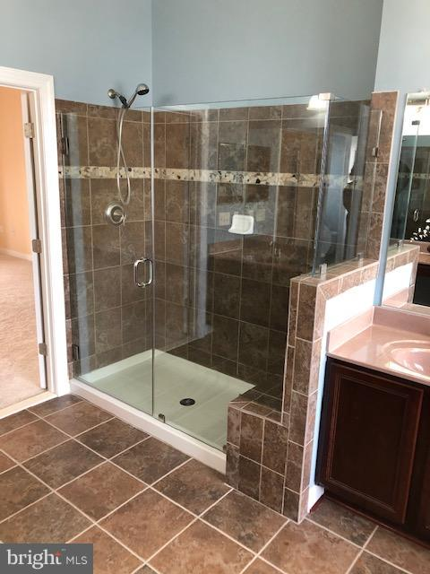 New Glass shower doors on master bath shower - 16585 SPACE MORE CIR, WOODBRIDGE