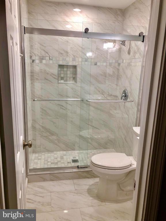 Master Bathroom - 10028 LLEWELLYN CT, FAIRFAX