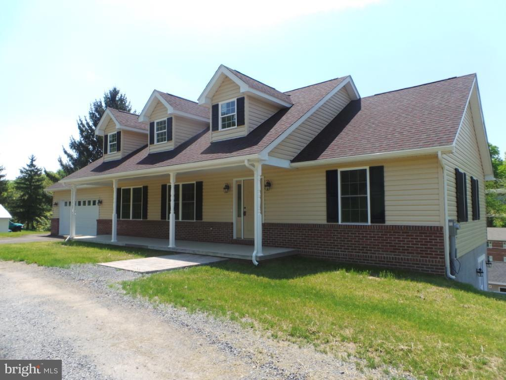 Single Family for Sale at 30 Blackwood St Berkeley Springs, West Virginia 25411 United States