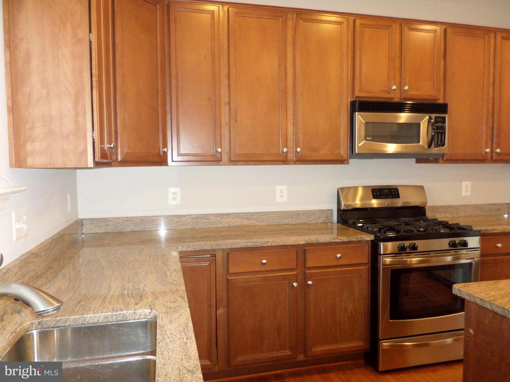 Kitchen - 515 LEGRACE TER NE, LEESBURG