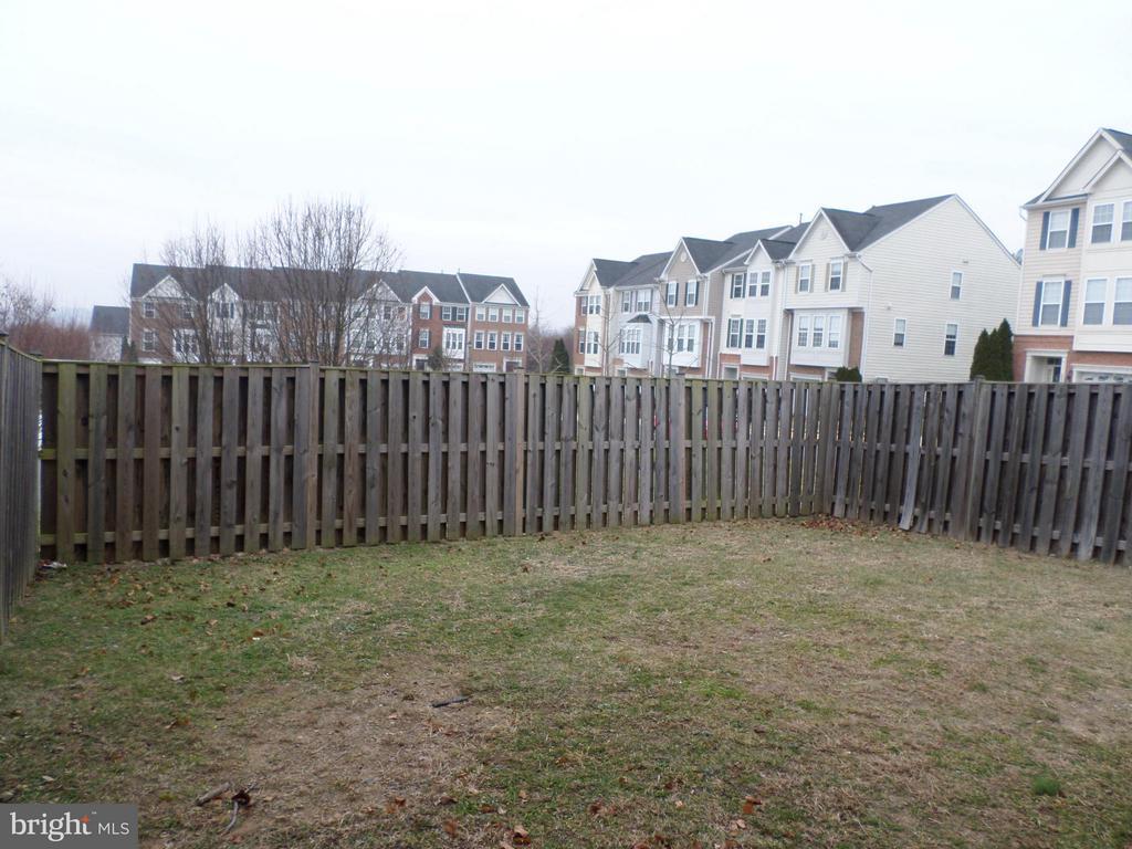 Fenced yard - 515 LEGRACE TER NE, LEESBURG