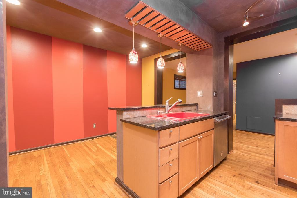 Kitchen with plenty of storage space - 1607 FAIRLAWN AVE SE, WASHINGTON
