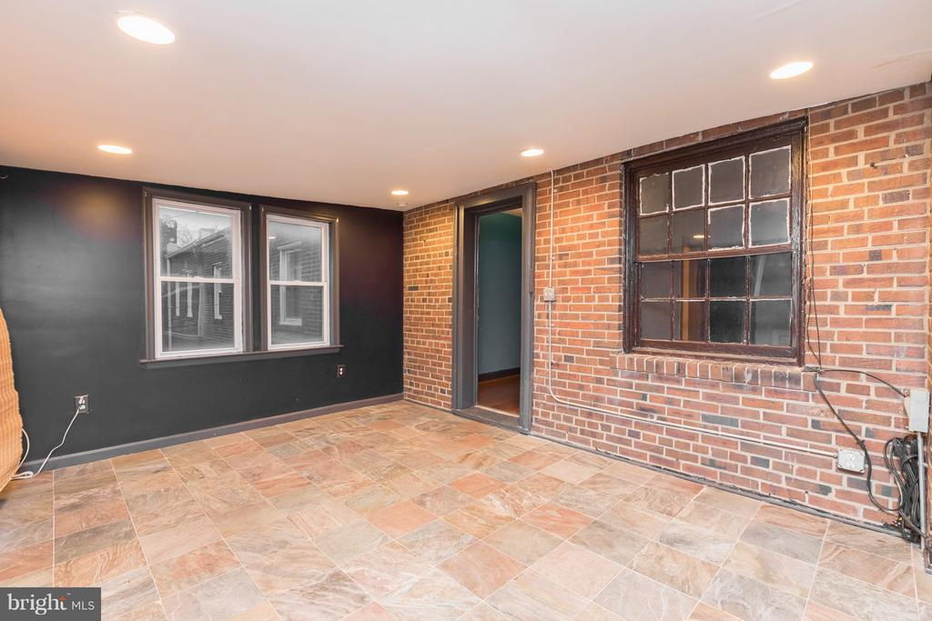 Second floor spacious addition - 1607 FAIRLAWN AVE SE, WASHINGTON