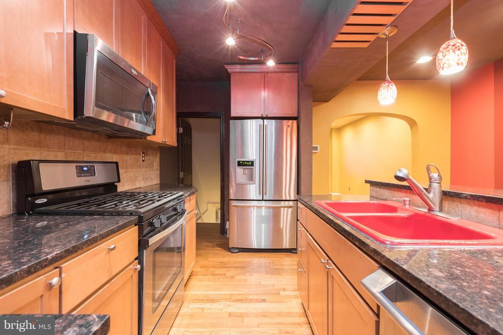 Kitchen - 1607 FAIRLAWN AVE SE, WASHINGTON