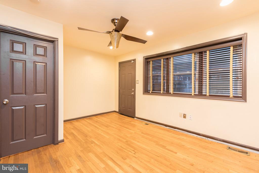 Main Floor Master Bedroom - 1607 FAIRLAWN AVE SE, WASHINGTON