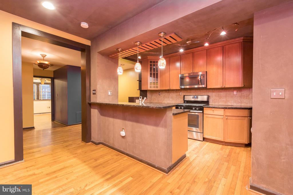 Cozy kitchen with Stainless Steel Appliances - 1607 FAIRLAWN AVE SE, WASHINGTON