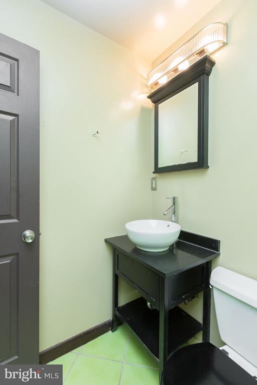 Main Floor Master Bathroom - 1607 FAIRLAWN AVE SE, WASHINGTON