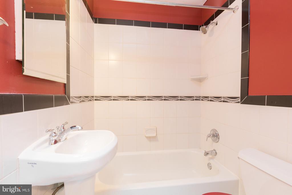 Second Floor Bathroom - 1607 FAIRLAWN AVE SE, WASHINGTON
