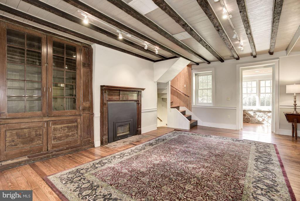 Living Room with wood burning fireplace - 18822 WOODBURN RD, LEESBURG