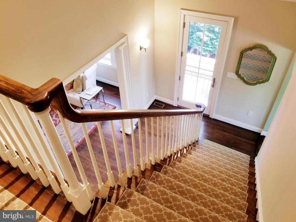 Beautiful & Bright Descent! - 6012 GROVE DR, ALEXANDRIA