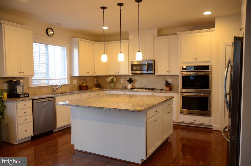 GOURMET KITCHEN - 15106 ADDISON LN, WOODBRIDGE