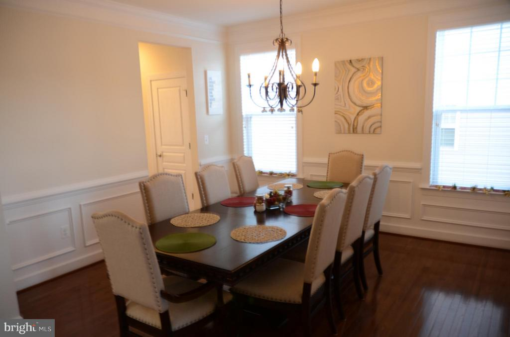FORMAL DINING ROOM WITH MOLDING PACKAGE - 15106 ADDISON LN, WOODBRIDGE