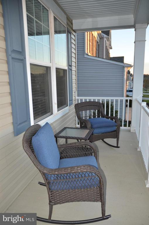COVERED FRONT PORCH - 15106 ADDISON LN, WOODBRIDGE