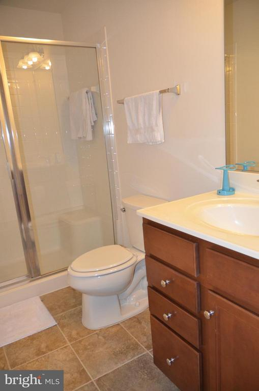 FULL BATHROOM WITH CERAMIC TILE IN LOWER LEVEL - 15106 ADDISON LN, WOODBRIDGE
