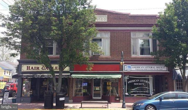 Частный односемейный дом для того Продажа на 135 HIGH ST N Millville, Нью-Джерси 08332 Соединенные Штаты