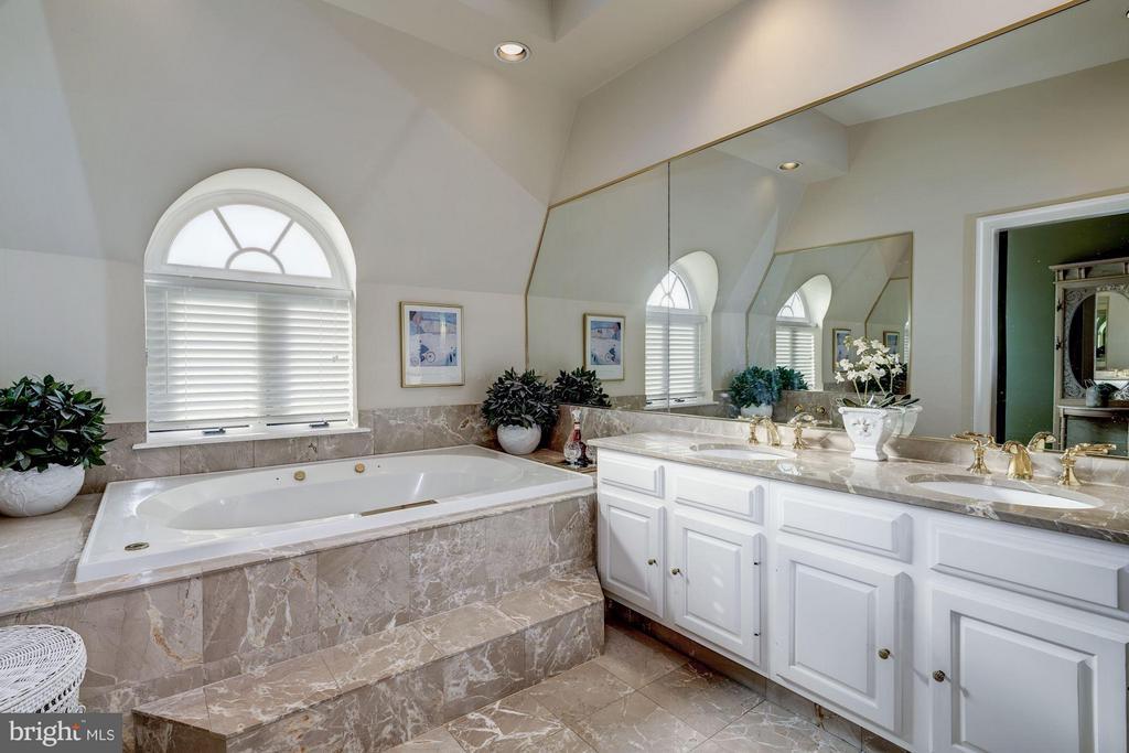 Master Bathroom with jacuzzi tub - 1309 22ND ST NW, WASHINGTON