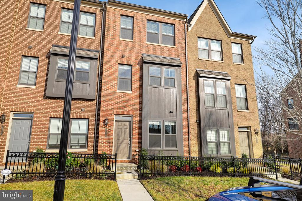 - 4644 WOODBERRY ST, RIVERDALE