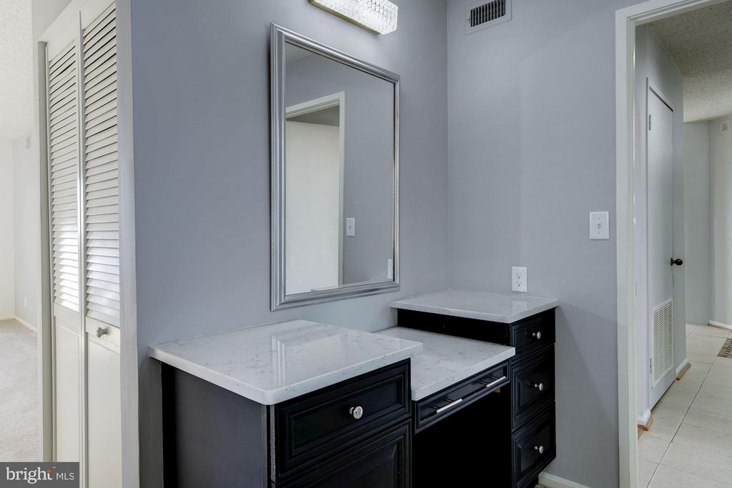 Master Bedroom Entrance Vanity - 1600 N OAK ST #614, ARLINGTON