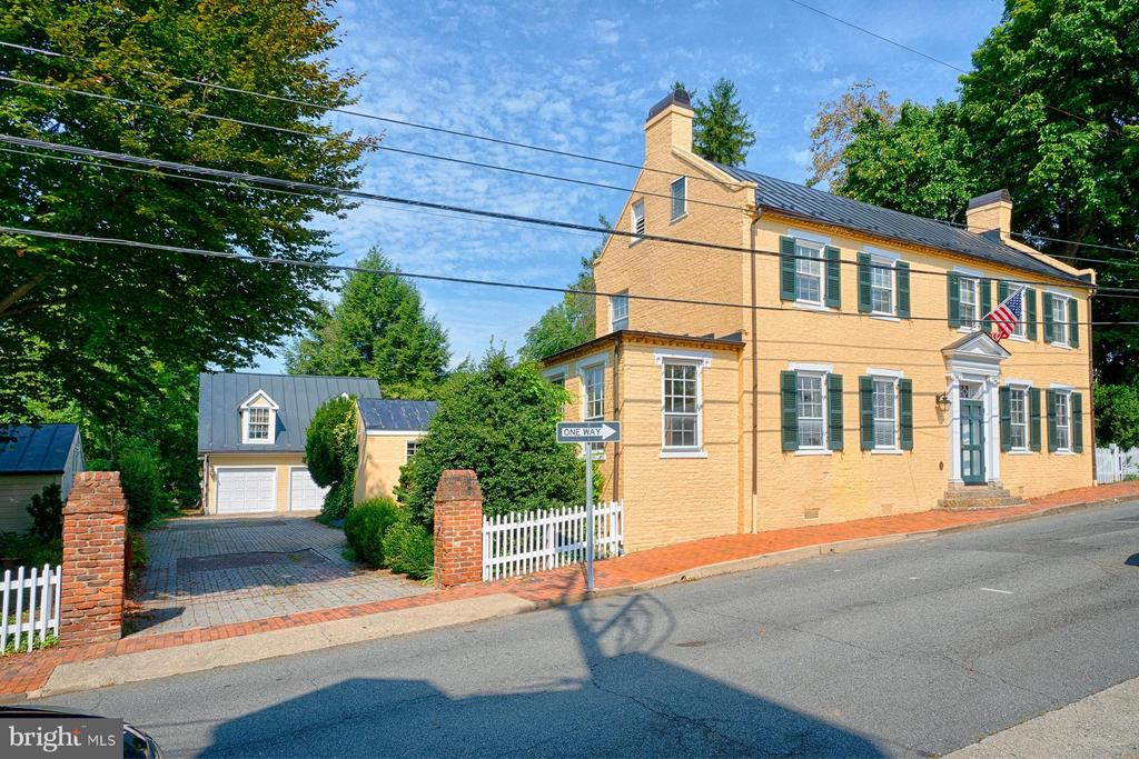 Detached 2 car garage and living space above - 7 WIRT ST NW, LEESBURG