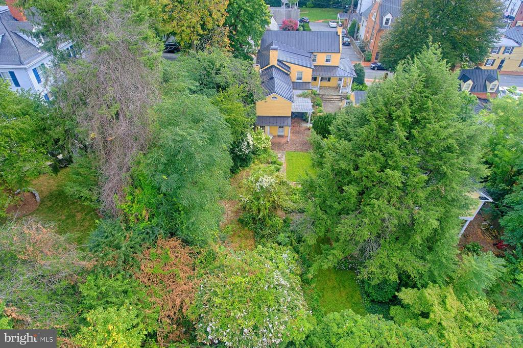 Large private lot - 7 WIRT ST NW, LEESBURG