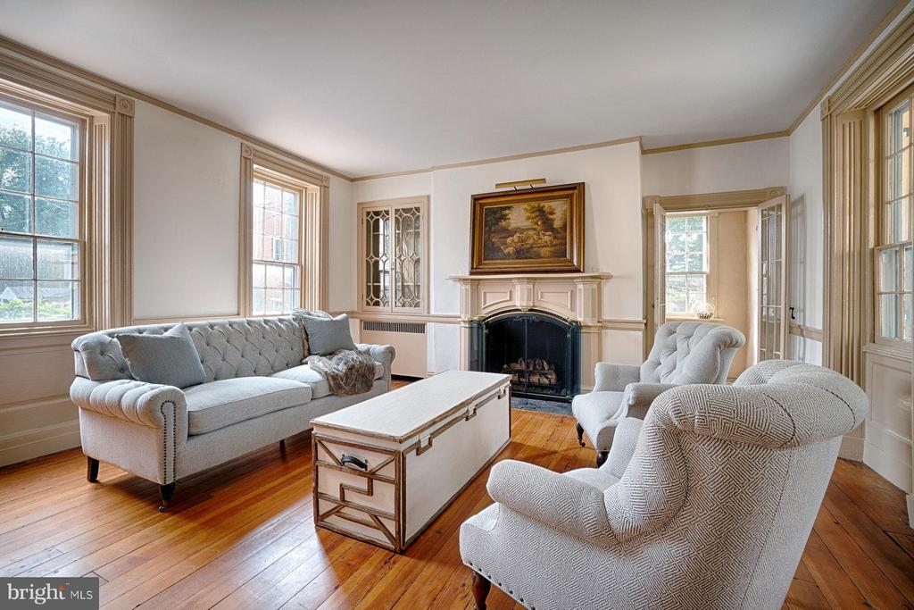 One of 6 lined fireplaces int the home - 7 WIRT ST NW, LEESBURG