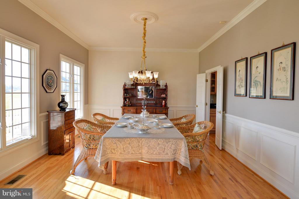 Dining room perfect for entertaining! - 38814 BOCA CT, WATERFORD