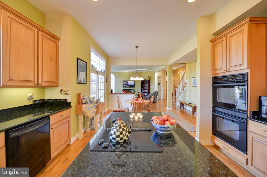 Double ovens and Eat in! - 38814 BOCA CT, WATERFORD